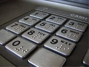 В Ростове-на-Дону полицейские по горячим следам задержали подозреваемых в попытке кражи денежных средств из банкомата