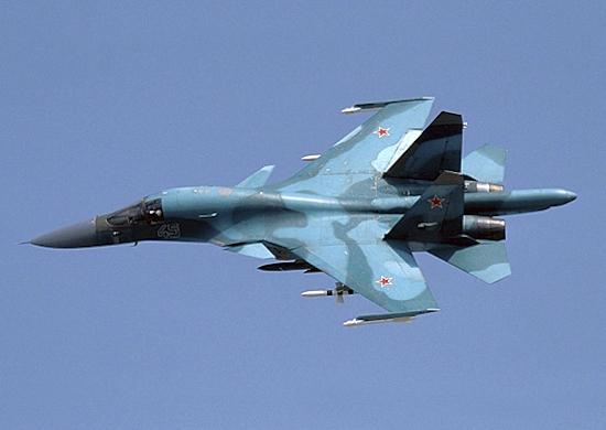 Экипажи истребителей-бомбардировщиков Су-34 ЮВО отработали ведение боя в стратосфере