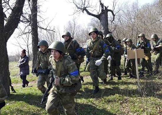 Юнармейцы Ростовской области прошли испытания на право ношения шеврона «Юнармейское Братство»