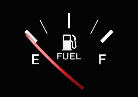 Медведев: Правительство контролирует ситуацию с ценами на бензин