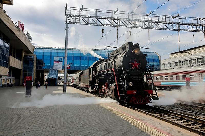 Юные железнодорожники совершили на экскурсию на НЭВЗ на ретропоезде