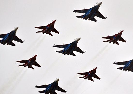 Авиационные группы высшего пилотажа покажут свои возможности в небе над Крымом
