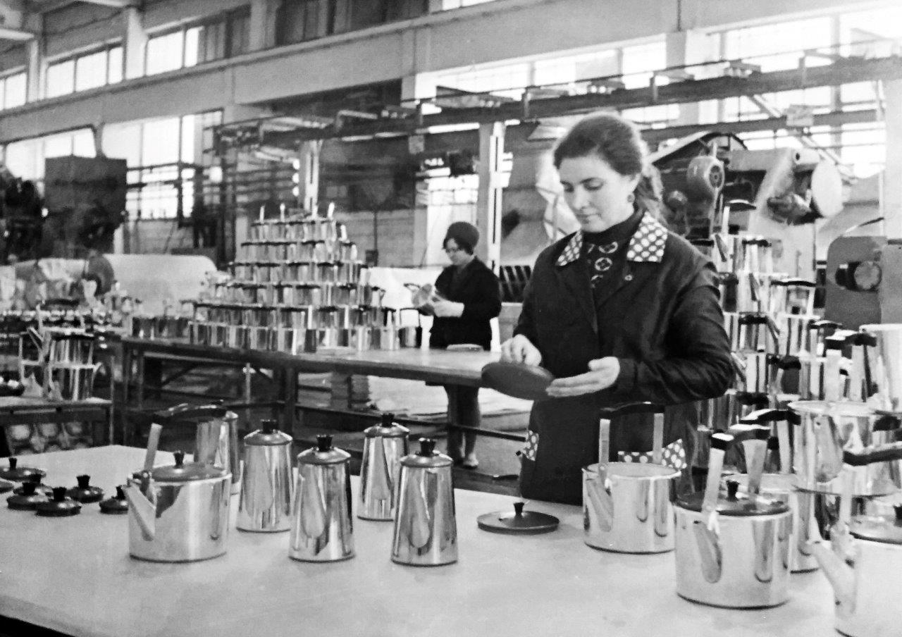 Посудному производству 50 лет