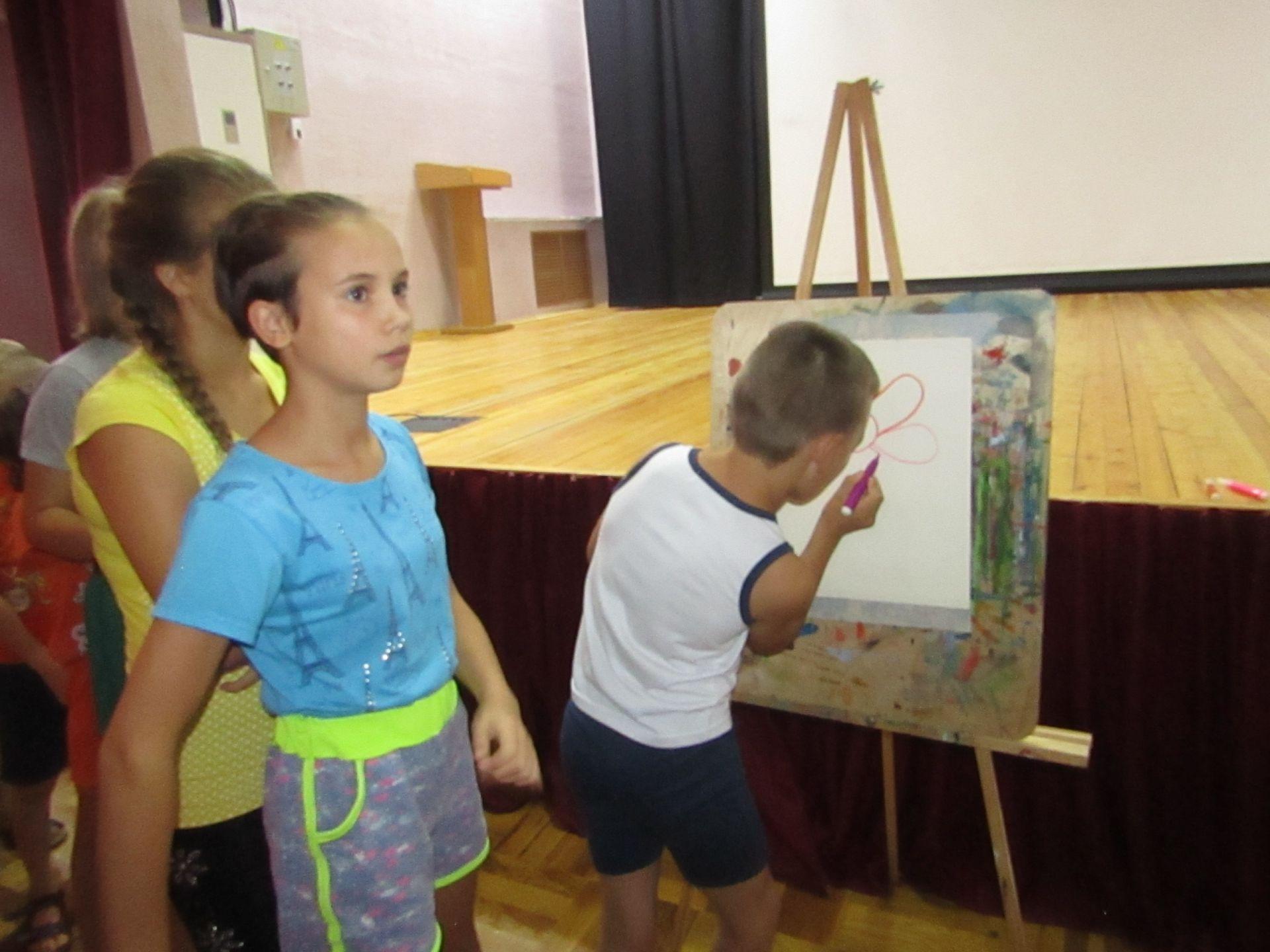В Центре культурного развития для воспитанников СРЦ прошла игровая программа «Давайте порисуем!»
