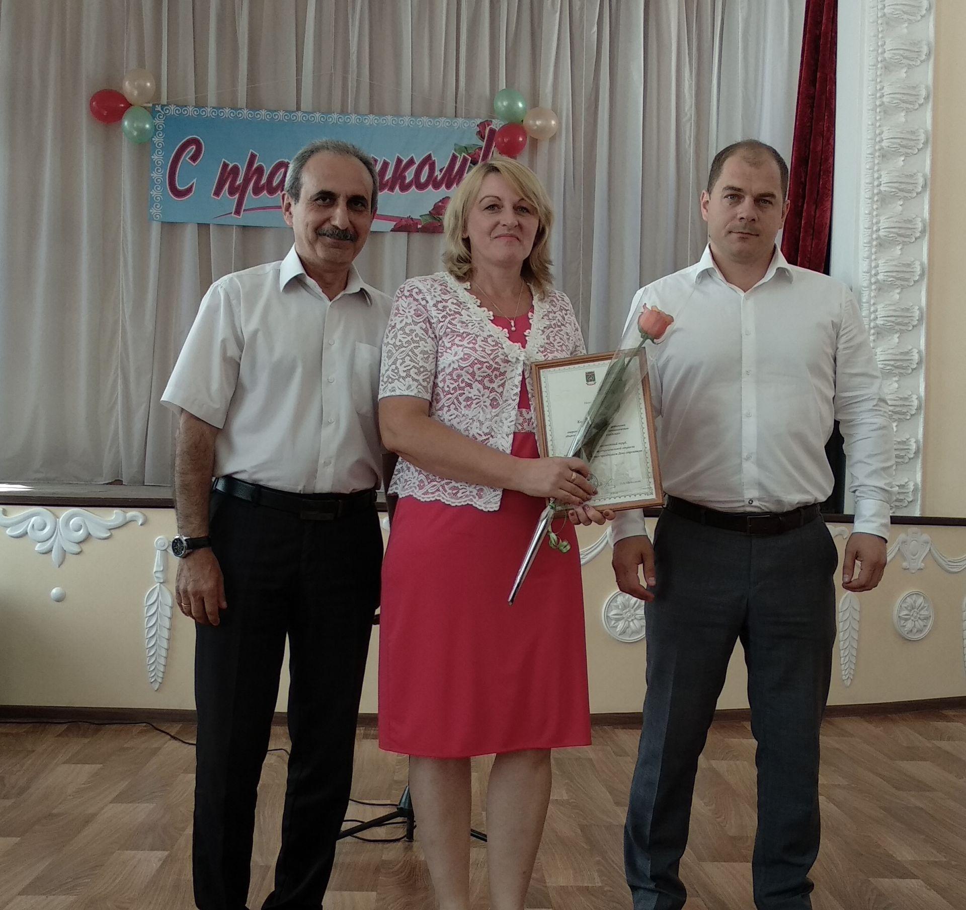 В ДК им. Чкалова состоялось торжественное мероприятие, посвященное Дню строителя