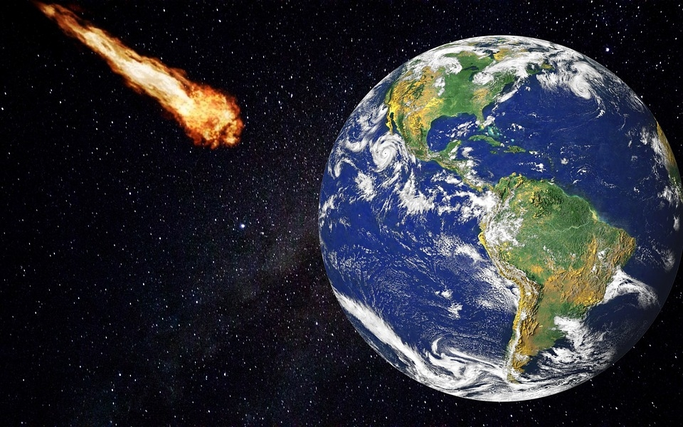 К Земле летят два больших астероида