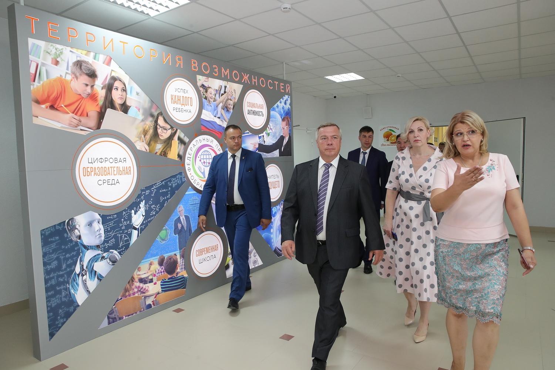 Василий Голубев открыл школу в микрорайоне Суворовском