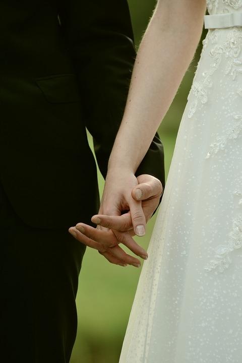 Росстат: В РФ за восемь лет стало на 30% меньше браков