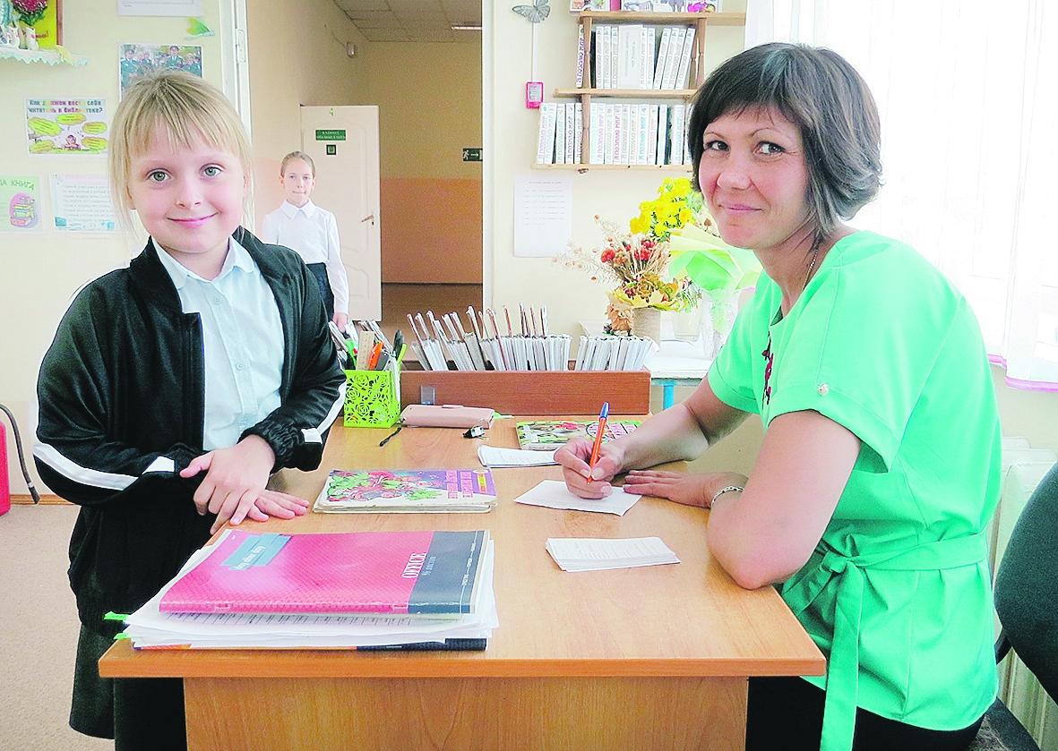 Накануне Международного дня школьных библиотек журналист «Перекрестка»  Юлия Бородина побывала в библиотеке школы №12 п. Коксового Белокалитвинского района