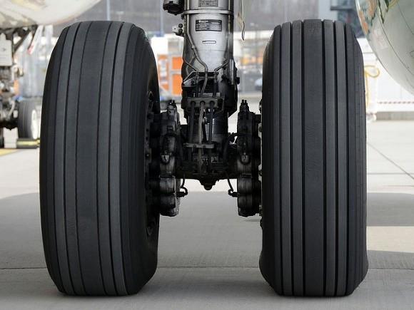 Путин поручил компенсировать авиакомпаниям расходы на керосин