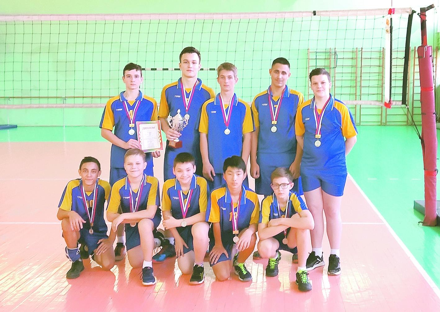 Белокалитвинские спортсмены —  серебряные призеры открытого первенства района по волейболу