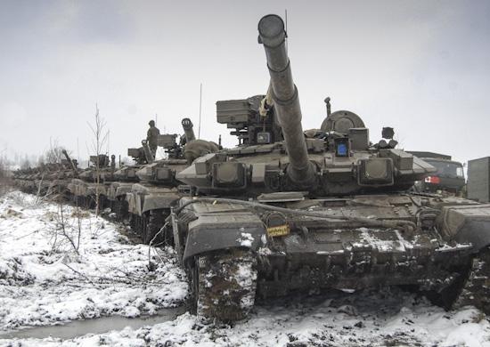 Танкисты ЮВО на Северном Кавказе проходят курс экстремального вождения