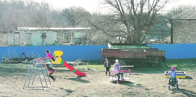 В хуторе Богураеве Белокалитвинского района  установили детскую площадку
