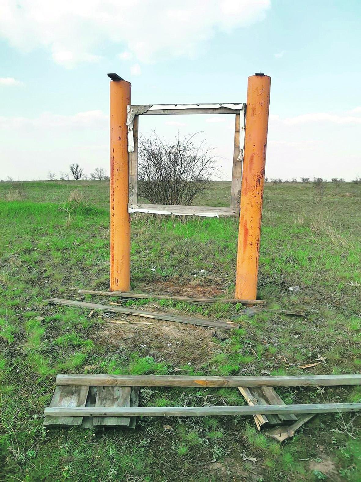 Вандалы разбили щиты на территории Богураевского сельского поселения в урочище Черная балка