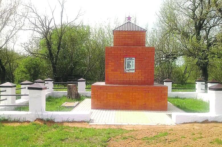 В Нижнепоповском сельском поселении Белокалитвинского района отремонтировали памятник