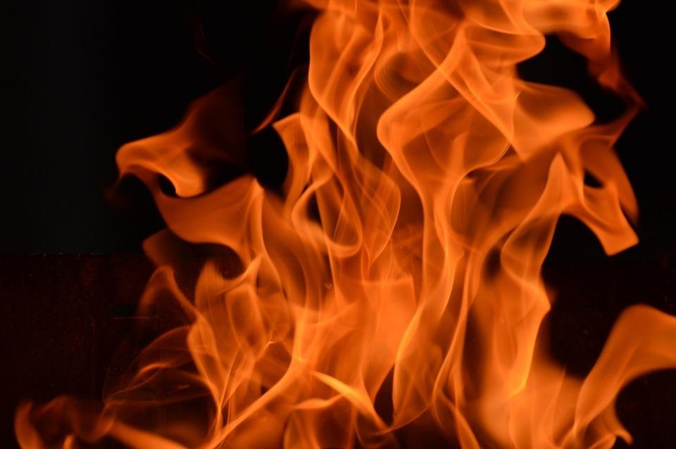 Пострадавший при пожаре мужчина скончался в больнице