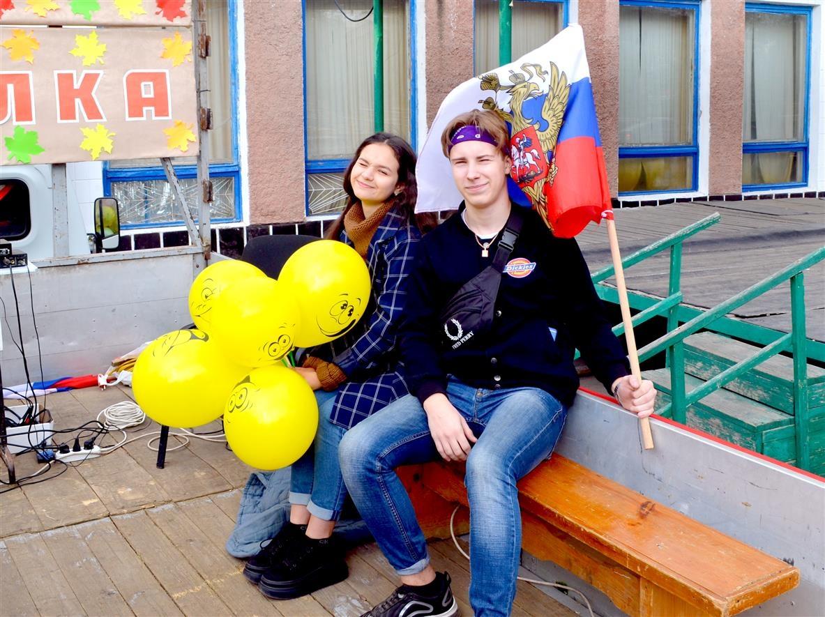 83 воздушных шара в честь Дня рождения Горняцкого