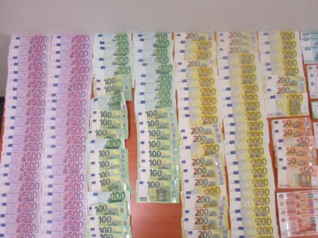 Ростовские таможенники в аэропорту Платов выявили у пассажира более 135 тысяч евро