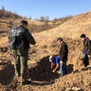 В Ростовской области следователи регионального следственного управления проводят проверку по факту обнаружения останков мирных жителей, расстрелянных в годы Великой Отечественной войны