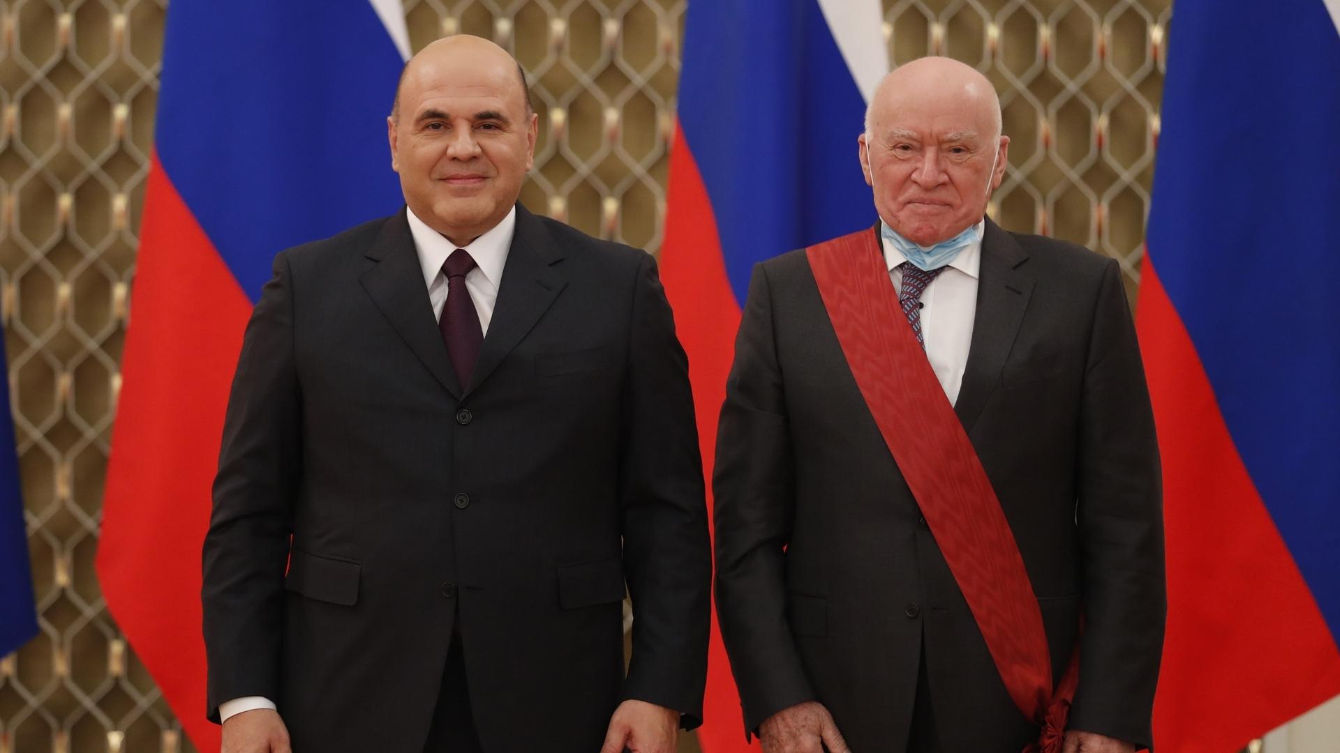 Михаил Мишустин вручил государственные награды медицинским работникам