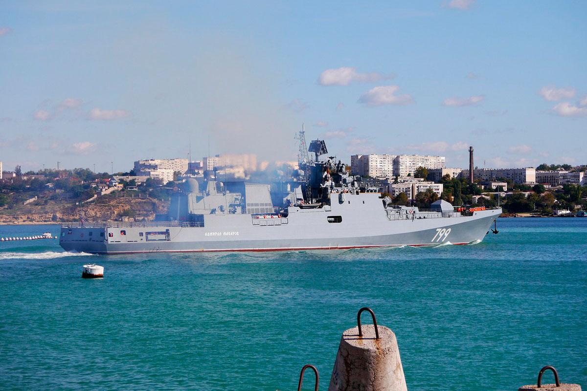 Подводные лодки «Великий Новгород» и «Колпино» Черноморского флота провели совместное учение в море