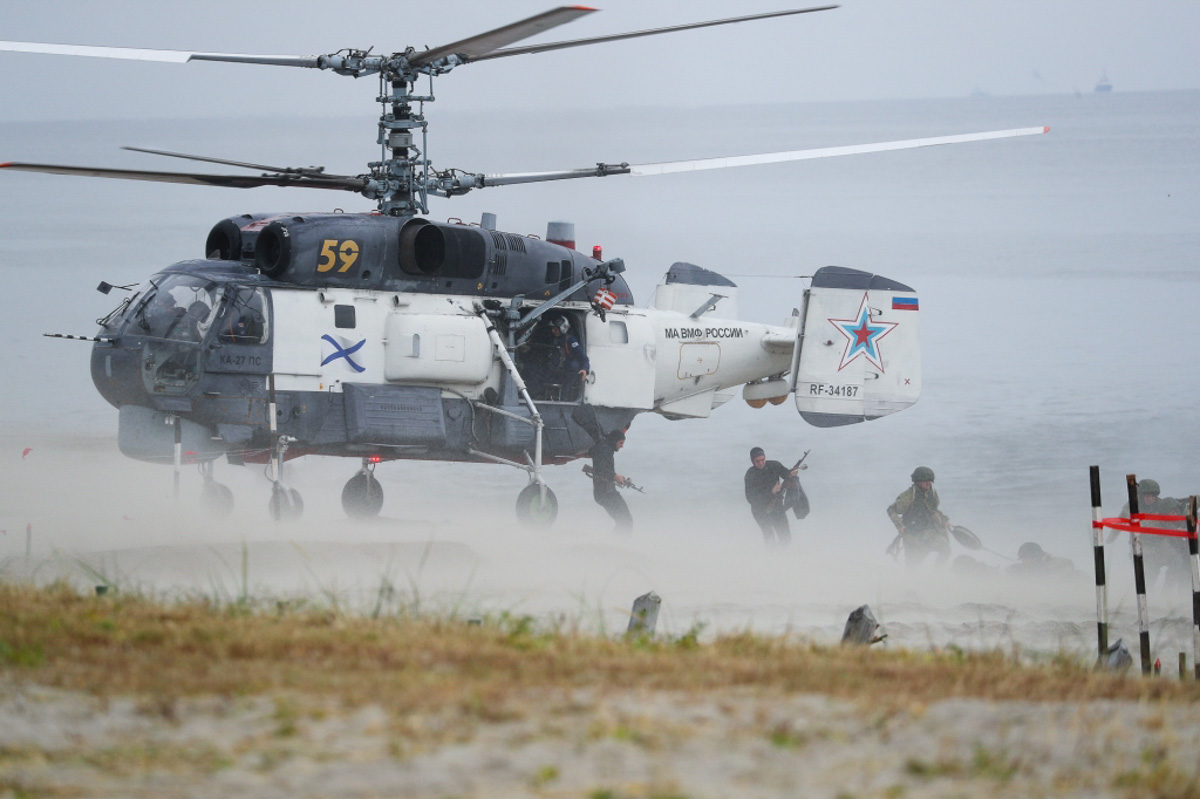 Главком ВМФ России Адмирал Николай Евменов поздравил морских пехотинцев с 315-й годовщиной создания Морской пехоты.