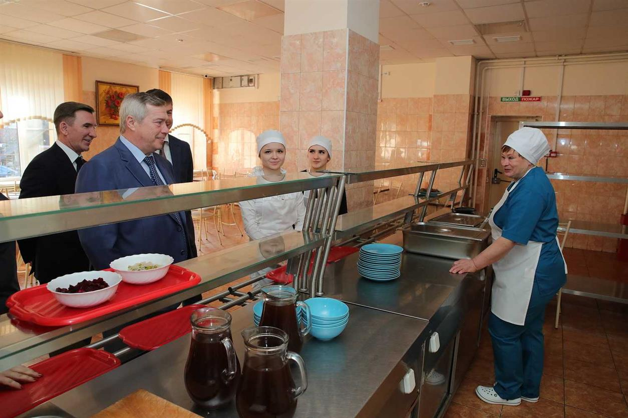Еще несколько категорий школьников обеспечат горячим питанием в Ростовской области