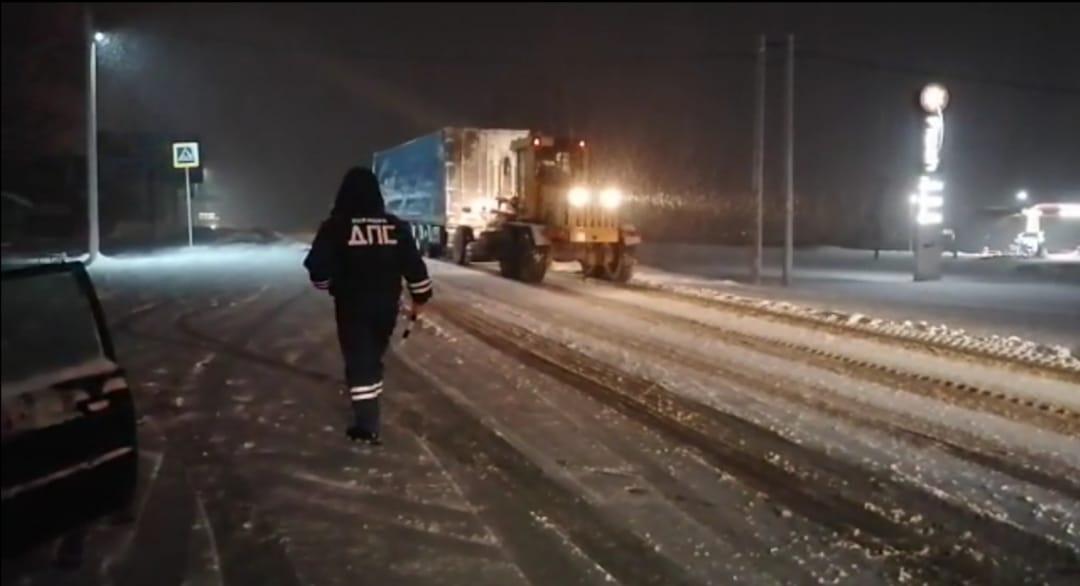 Белокалитвинские автоинспекторы помогли водителю из Подмосковья