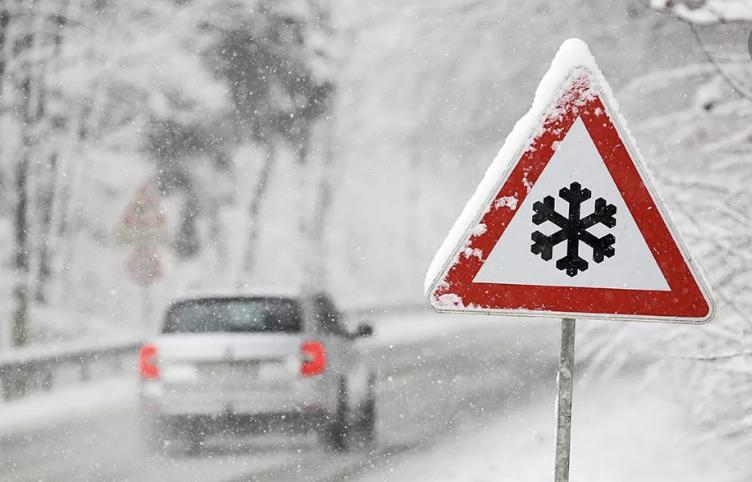 Донское МЧС призывает автомобилистов быть внимательнее и соблюдать безопасность движения на дорогах