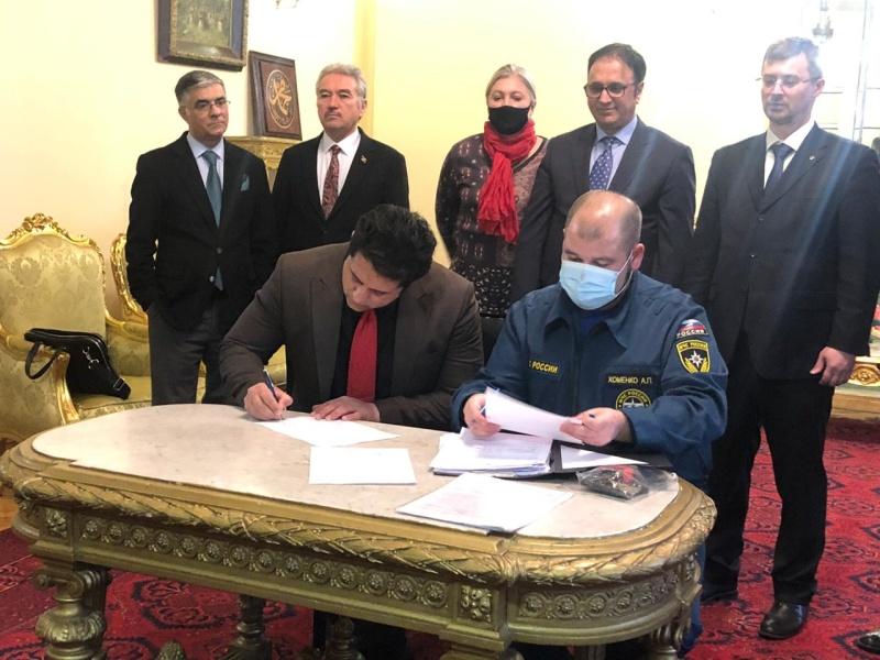 МЧС России передана гуманитарная помощь населению Афганистана
