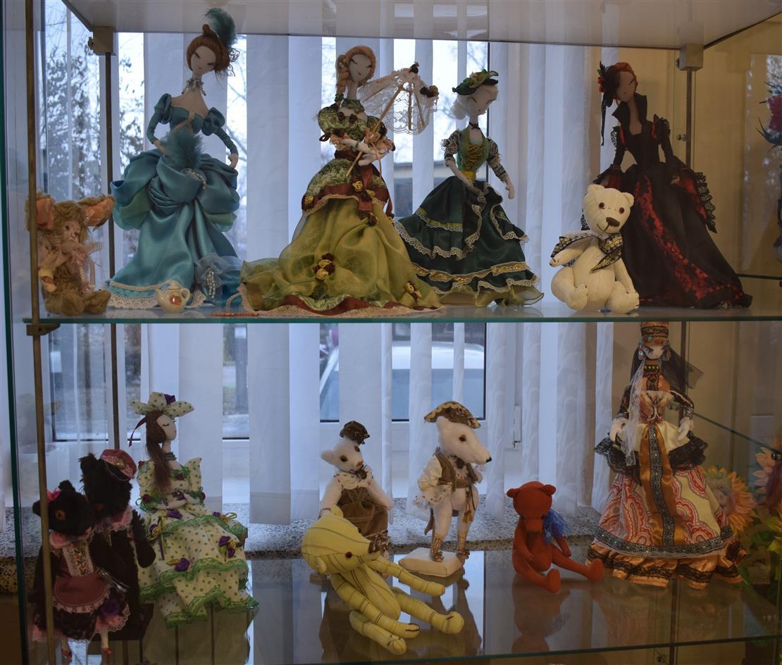 В ДК им. Чкалова прошла выставка кукол Ю.А. Деревнина