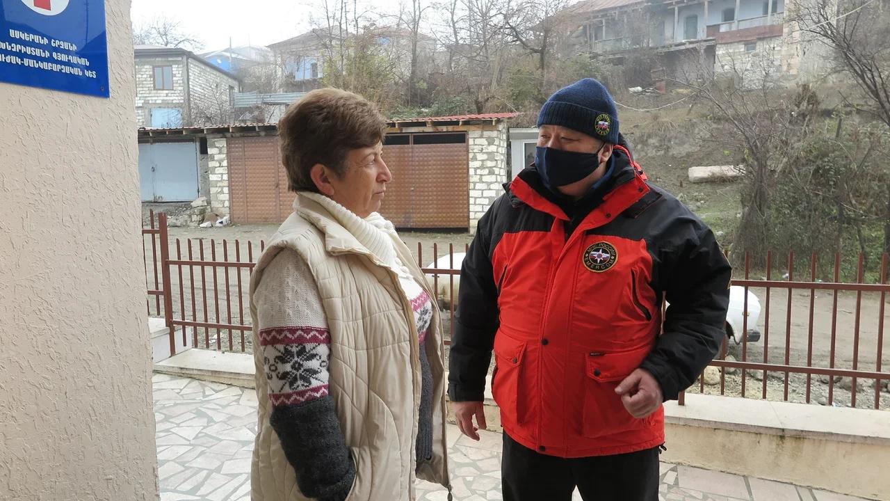 Жителей Нагорного Карабаха получили  помощь медиков и психологов МЧС России