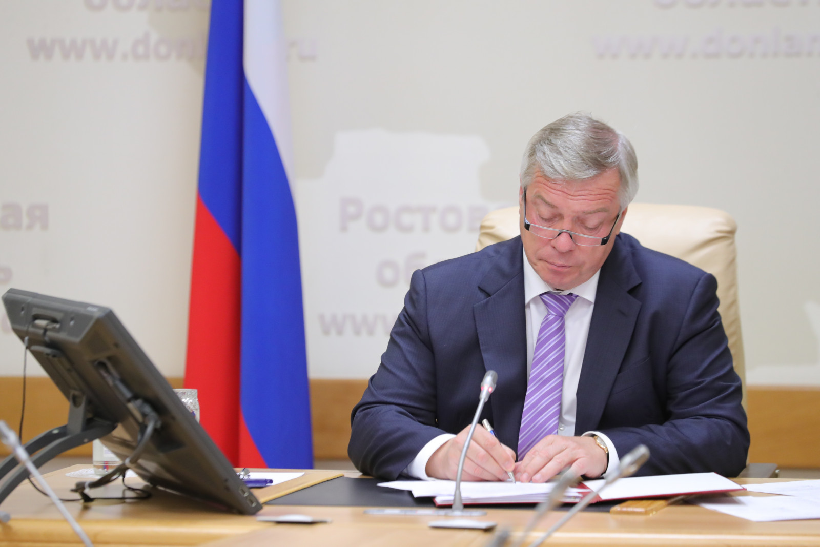 Василий Голубев подписал указ о переносе выходного с 26 на 31 декабря