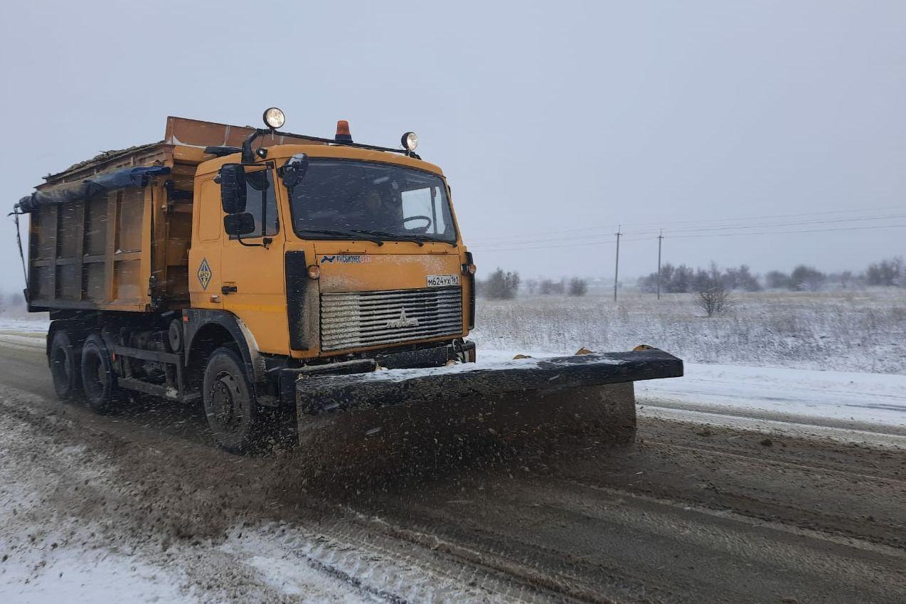 В Ростовской области в связи с метеоусловиями мобилизованы дорожные службы