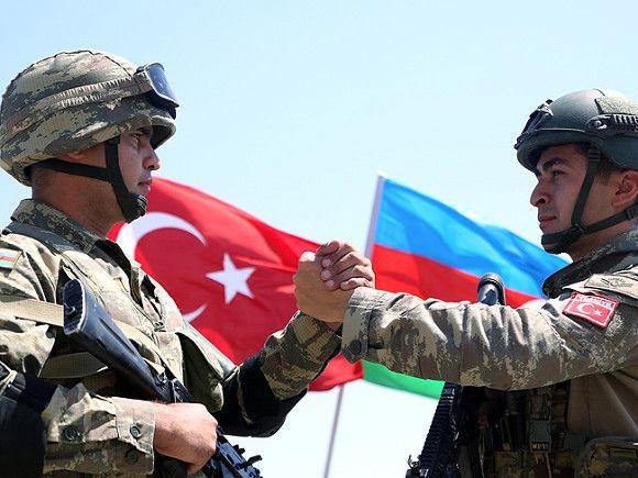 Азербайджан и Турция отпраздновали победу в Нагорном Карабахе военным парадом с трофеями