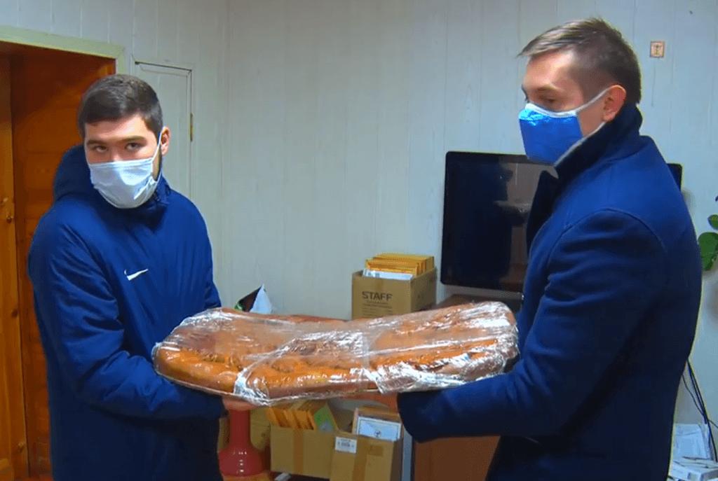 Предприниматели помогают медработникам, сражающимся на «ковидной передовой»