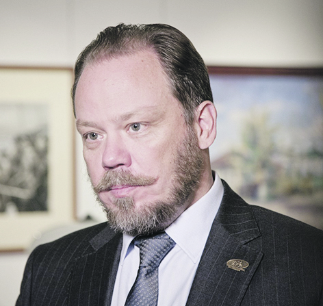 Поздравляет первый заместитель председателя комитета по культуре Государственной Думы Федерального Собрания РФ