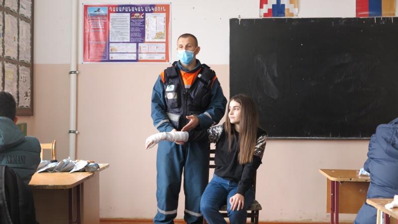 Сотрудники МЧС России провели открытые уроки безопасности в восстановленной школе Нагорного Карабаха