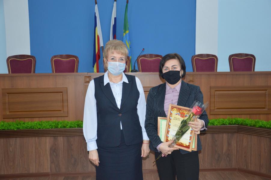 Глава администрации Белокалитвинского района вручила сертификаты лучшим белокалитвинским ТОСам