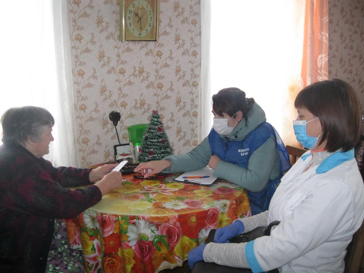 Мобильная бригада ЦСО помогает жителям Белокалитвинского района
