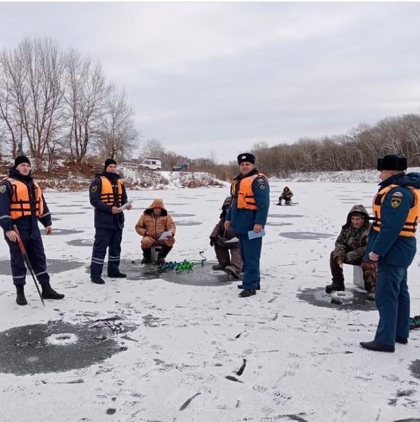 МЧС напоминает о необходимости соблюдения правил безопасности на льду