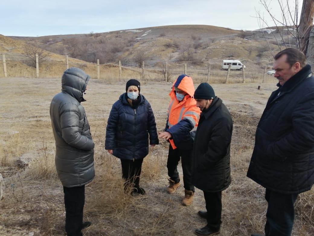 Заместитель главы администрации Белокалитвинского района Олег Каюдин провел выездное совещание по вопросу нормализации водоснабжения части х. Богураева