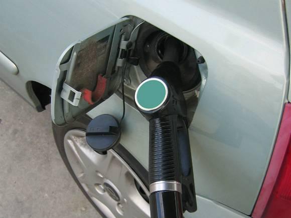 Рост цен на бензин зафиксирован почти в 70 российских регионах