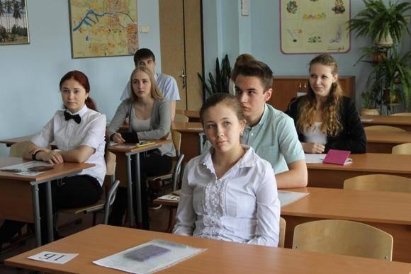Школьникам в России упростили правила сдачи экзаменов