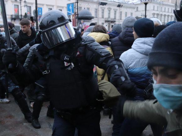 Путин пообещал силовикам и их семьям безопасность