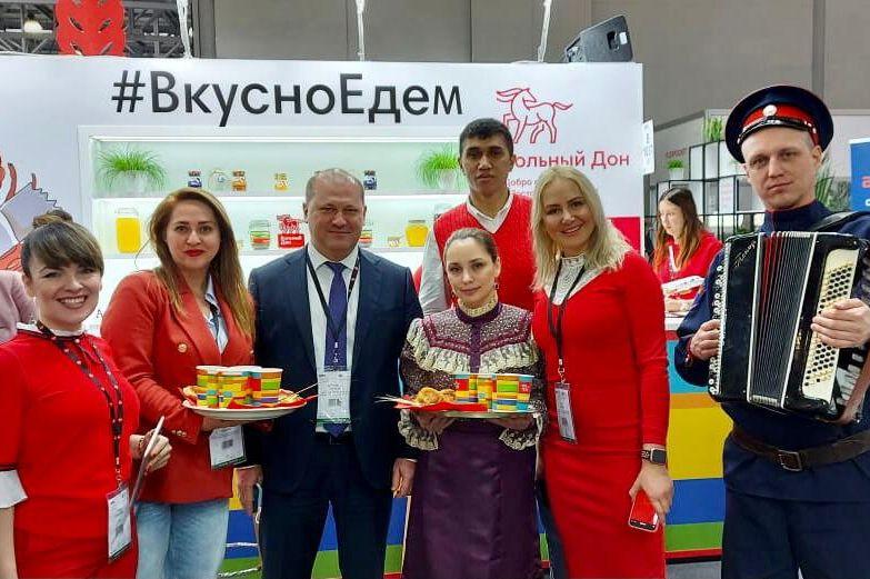 Главе Ростуризма передали самолет авиакомпании «Азимут» с брендом «Вольный Дон»