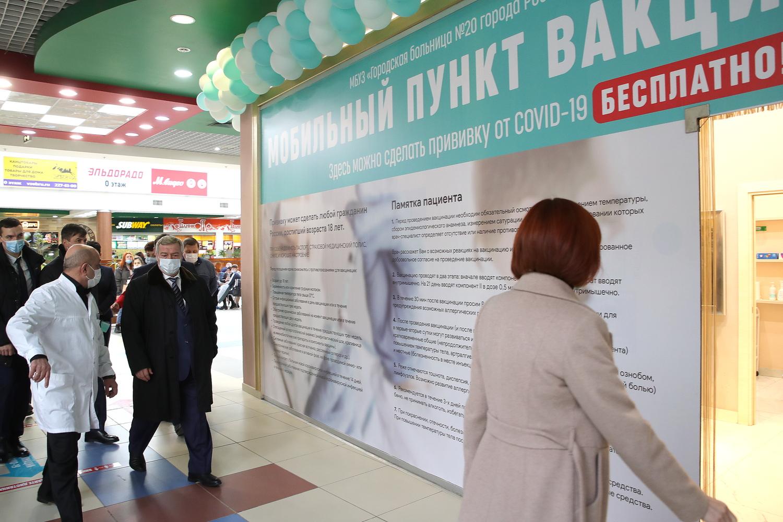 Губернатор ознакомился с работой выездного пункта вакцинации в Ростове