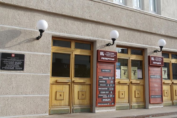 Проходит отбор кандидатов для поступления в академический театр драмы им. М.Горького