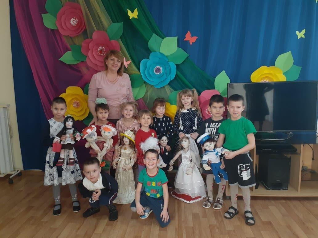 Помогли приобрести кукол