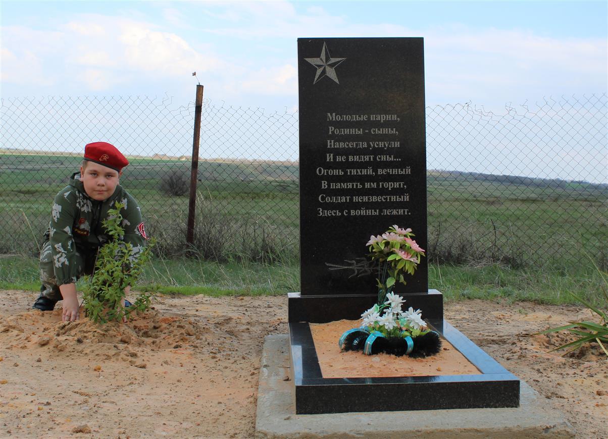 Семья из хутора Дороговского почти 80 лет ухаживает за могилой солдата